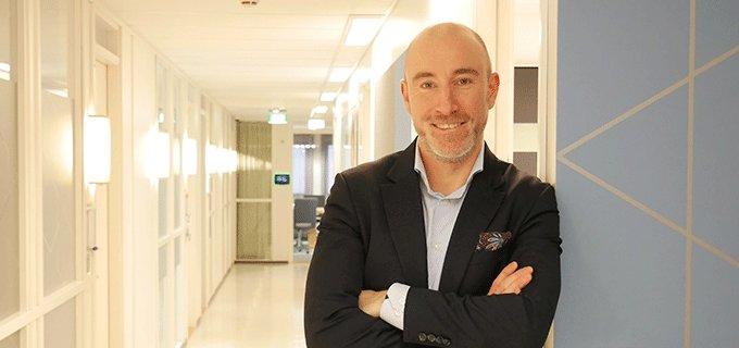 Lääketeollisuus ry:n uusi puheenjohtaja Matthew Iles haluaa rakentaa entistä tiiviimpää yhteistyötä